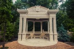Старый парк беседка